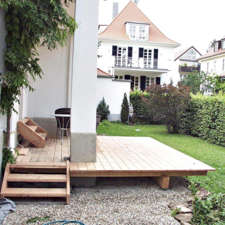 Gauder-bau-stuttgart-Außenanlagen Holzterrasse Douglasie Ahornweg Degerloch 07.2004-01