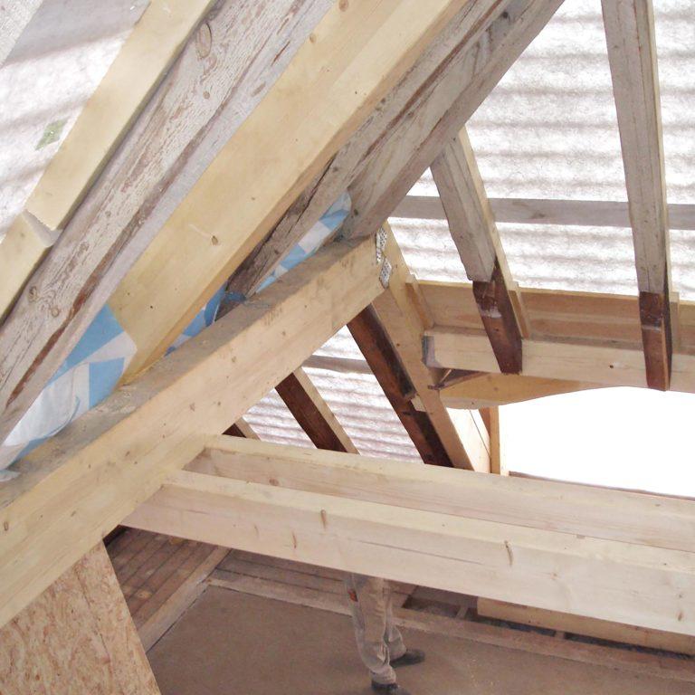 Gauder-bau-stuttgart-Holzbau Dachstuhl mit Rundgaube Horenburg 08.2006-01