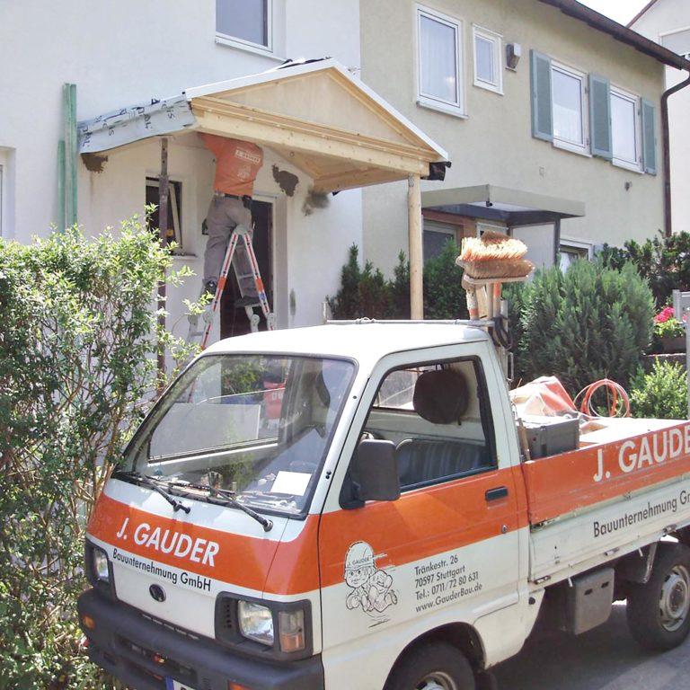 Gauder-bau-stuttgart-Holzbau Vordach im römischen Stil Laur Hoffeld 05.2007-06